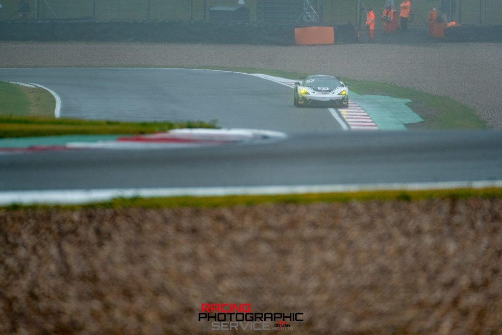 A HHC McLaren at McLeans corner on the Donington Park Grand Prix circuit.