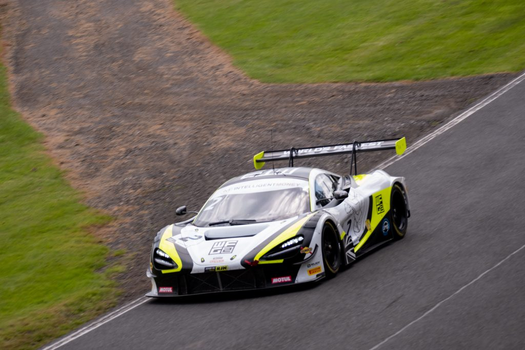 The black white and yellow liveried #2 McLaren of Jenson Team Rocket RJN going around Oulton Park circuit